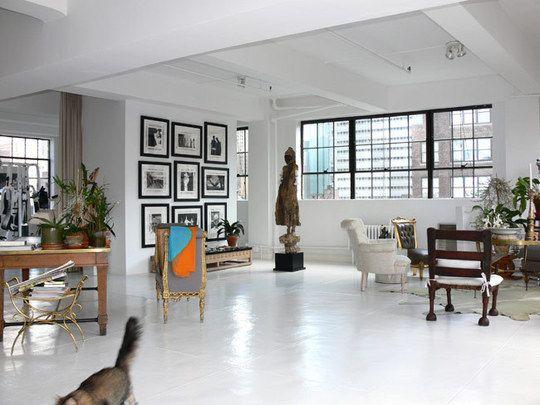 Living room clasic cu pardoseala beton vopsita