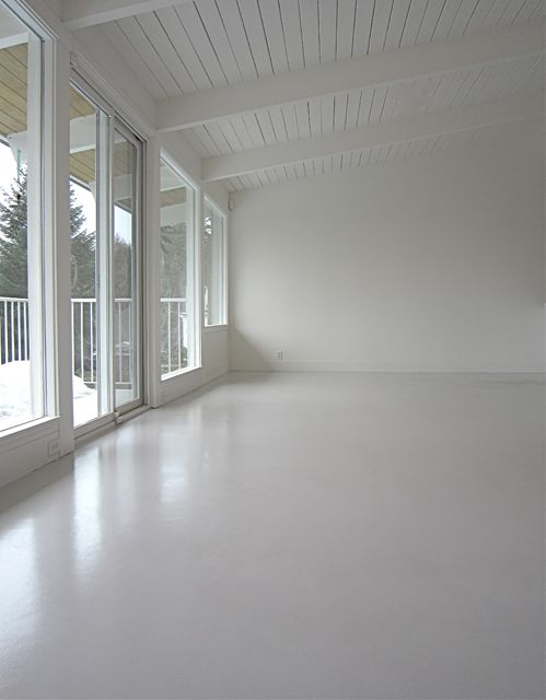 Pardoseala beton vopsita in alb