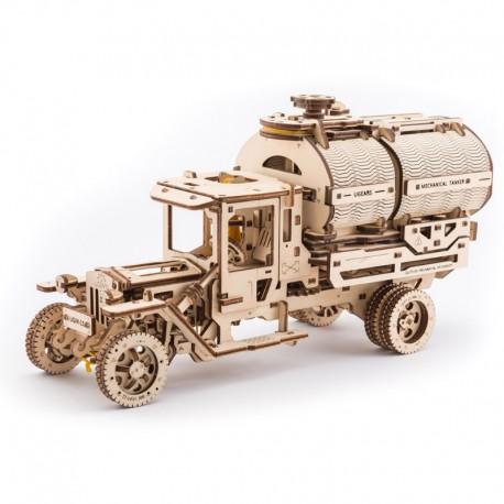 Camion cu cisterna UGM-11