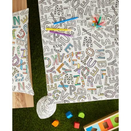 Fata masa de colorat cu litere
