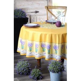Fata masa galbena cu flori de lavanda