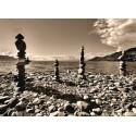 Fototapet Peisaje alb-negru - Plaja cu pietre