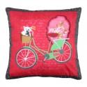 Perna rosie cu bicicleta verde