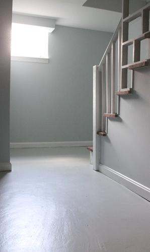 Subsol-pardoseala-beton-vopsit-alb